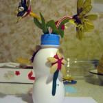 Вазочка из пластиковой бутылочки сцветочками