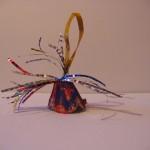 Новогодняя игрушка— Колокольчик из упаковки дляяиц