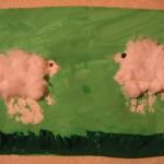 Пальчиковая картина-аппликация «Две овечки налужайке»