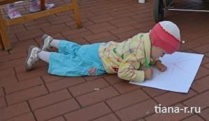 День города Балашиха. 6 сентября 2014.  Машуля рисует поздравление городу